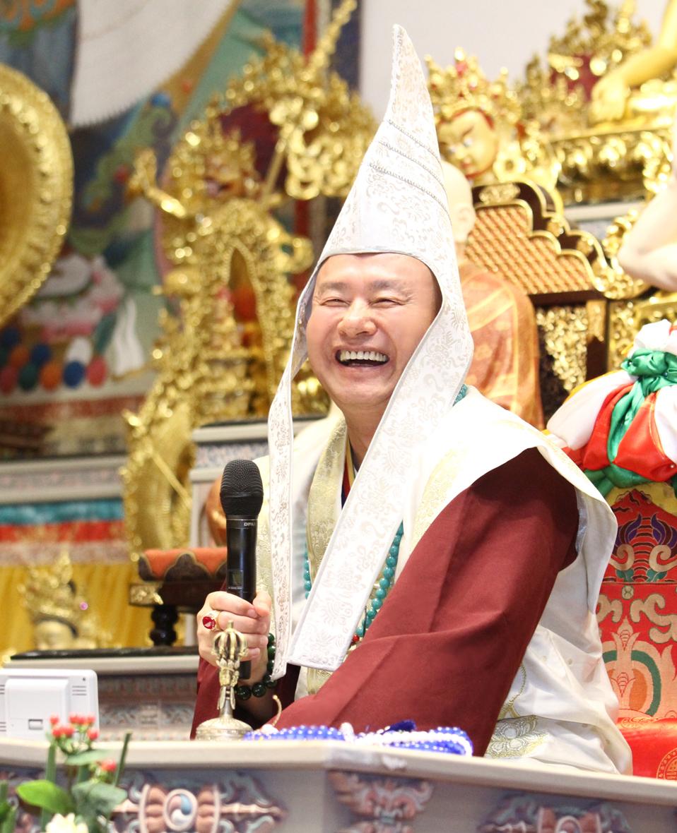 圖為當代法王蓮生活佛盧勝彥。 p1159-05-01