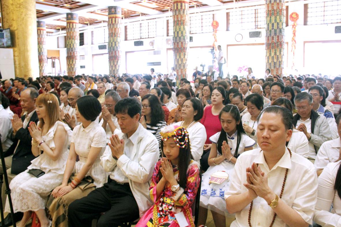 圖為善信佛子虔心共修 p1160-04-04