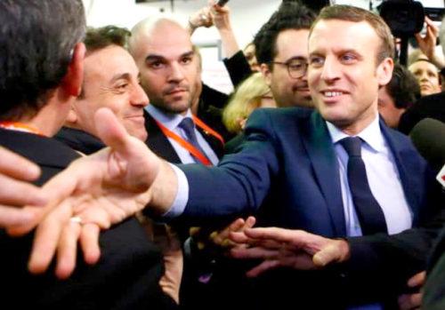 馬克宏與支持者握手 p1160-a1-03