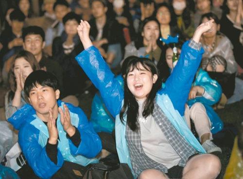 韓國選民支持者歡呼 p1160-a1-09