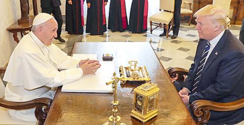 教宗與川普親切交談 p1162-a1-05