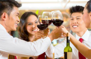 和老同學聚會很開心,但小心別做出讓人尷尬的事! p1163-a5-05Web Only
