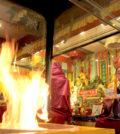 2017年7月1日,溫哥華華光雷藏寺於加拿大150周年國慶紀念日,隆重舉行「瑤池金母護摩法會」,恭請蓮慈金剛上師主壇護摩,同門善信齊聚圓滿吉祥。圖為蓮慈上師主壇護摩。
