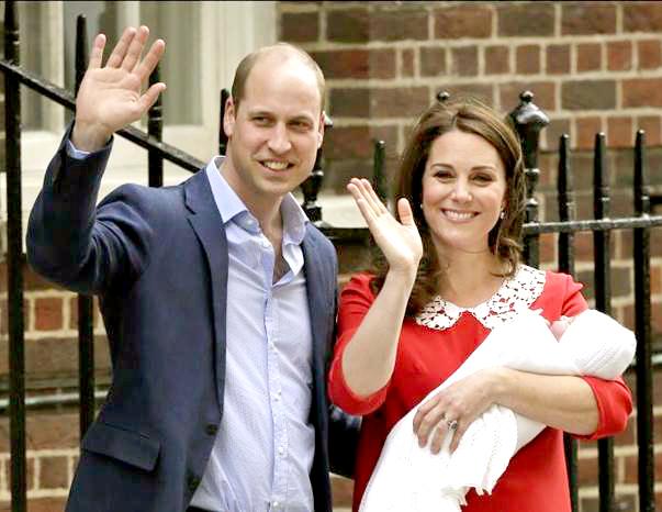 威廉王子與凱特王妃抱著小王子步出倫敦聖瑪麗醫院與媒體見面