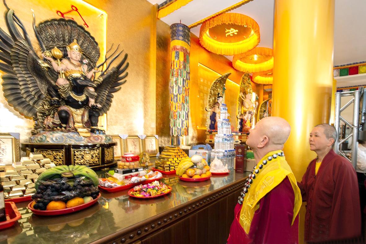 師佛參觀遍淨天壇城
