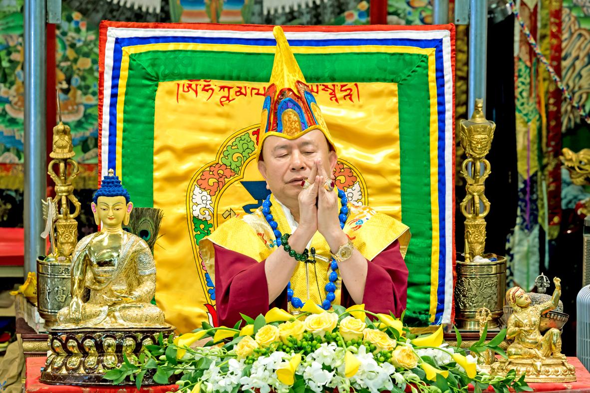 盧師尊教導釋迦牟尼佛手印