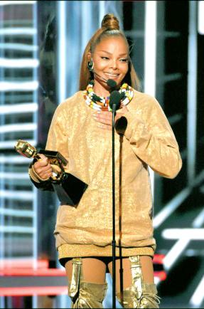 珍娜傑克森獲 告示牌偶像獎