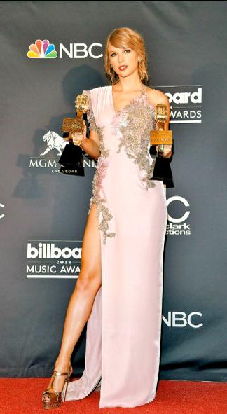 泰勒絲獲最佳女歌手及最佳銷售專輯獎