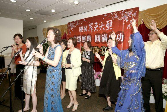 加州四大媽與一如雷藏寺善信表演供佛