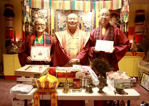 左起蓮櫻教授師、蓮生師佛、蓮琴上師合影。