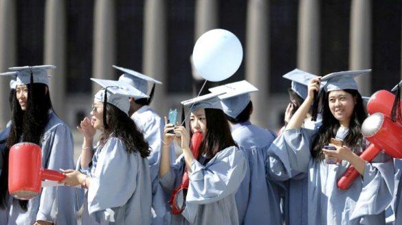 哥倫比亞大學的中國留學生開心畢業了!
