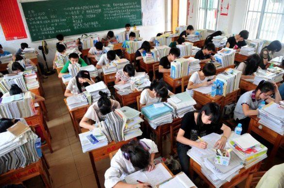 為大學高考衝刺奮鬥的中國學子