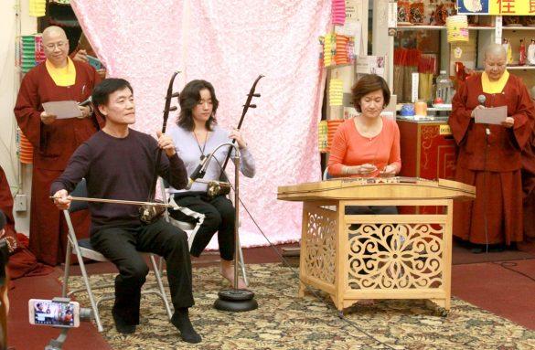 名國樂家張文龍教授、趙步雲教授與女兒張楟楟小姐,以二胡與揚琴演奏數首國樂名曲。