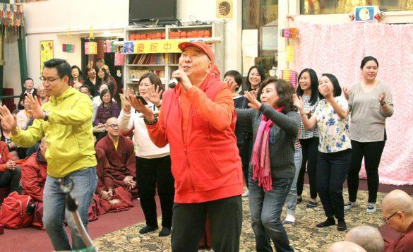 印尼蓮祖上師帶領善信載歌載舞表演