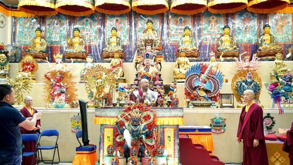 10月5日,師尊佛駕常弘雷藏寺視察音效等環境。