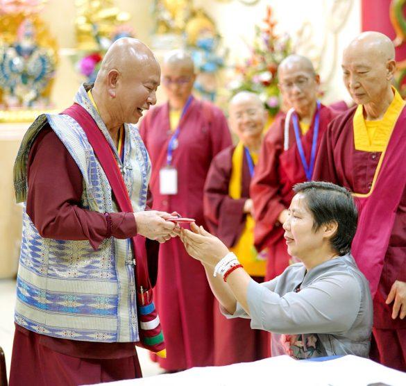 常弘雷藏寺代表敬獻供養