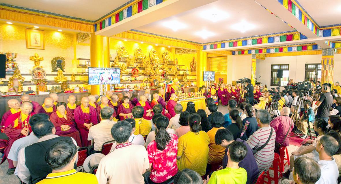 師佛在台灣法記雷藏寺開示一景