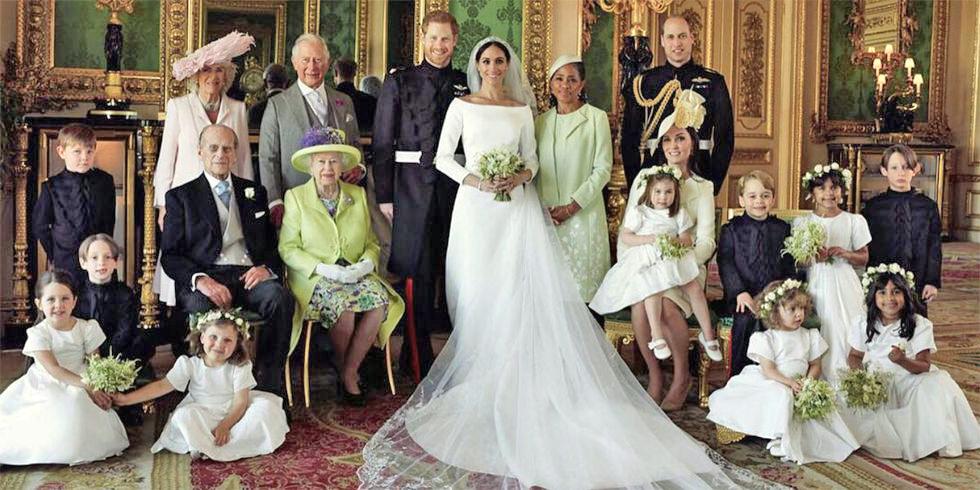 英國女王、菲利蒲親王與新婚的哈利王子伉儷及皇室成員合影