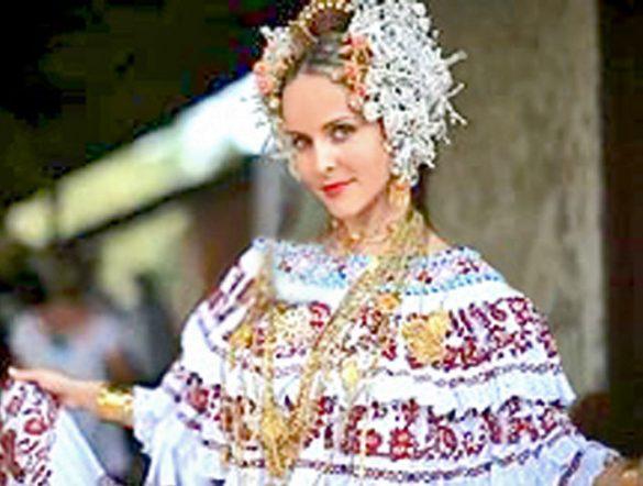 身著傳統服裝的巴拿馬女郎