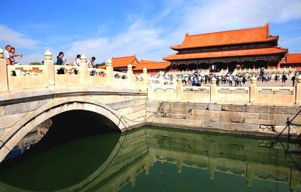 過了午門、穿越金水橋就看見太和門,再往裡走便是太和殿