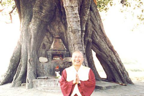 1996年11月24日,蓮生法王盧勝彥攝於藍毘尼佛陀出生地。